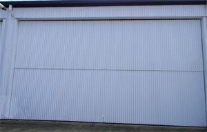 horizontal bi-fold door